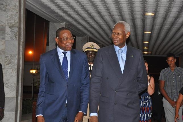 Exclusif Dakaractu- Les images de l'arrivée d'Abdou Diouf, venu participer à la conférence des ONG de la Francophonie