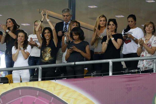 Découvrez les femmes des joueurs de l'équipe de France