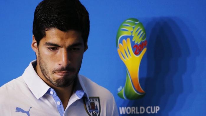 La FIFA muselle Suarez pour quatre mois
