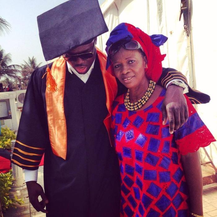 Le rappeur Canabasse avec sa mère à sa remise de diplôme : Qui avait dit que les rappeurs ne faisaient pas d'études supérieures?