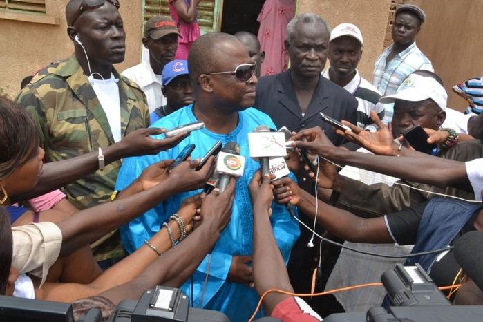 Les images de Demba Dia dans son bureau de vote aux Parcelles Assainies