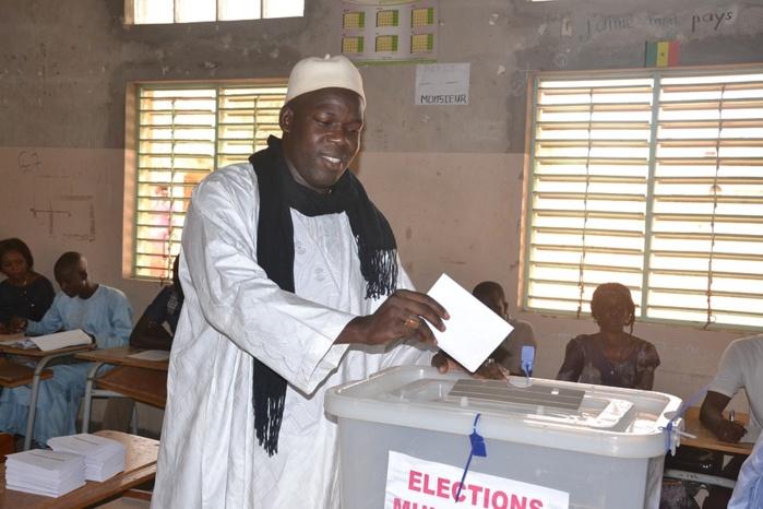 Les images de Khadim Gadiaga dans son bureau de vote aux parcelles assainies