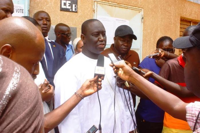 Le candidat Aliou Sall a voté ce matin au bureau 3 du centre de Unesco à Guédiawaye