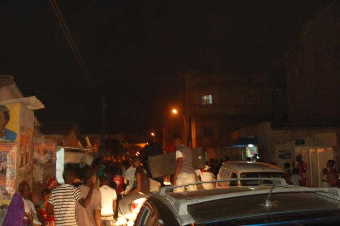 Images de Barthélémy Dias qui jubile déjà dans les rues de Baobab
