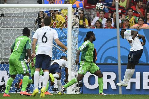 Mondial 2014 : les Bleus souffrent mais passent en quarts (2-0)