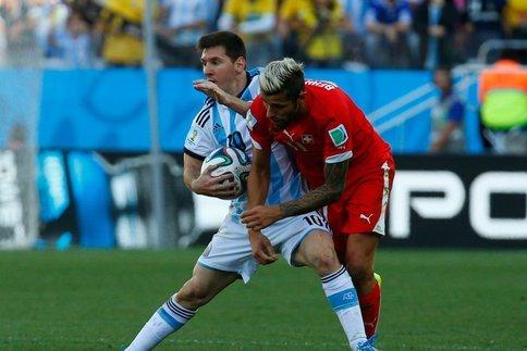 L'Argentine monte dans le quart