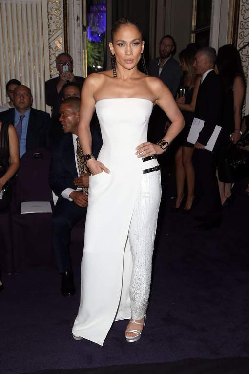 Top ou flop la robe pantalon de Jennifer Lopez?