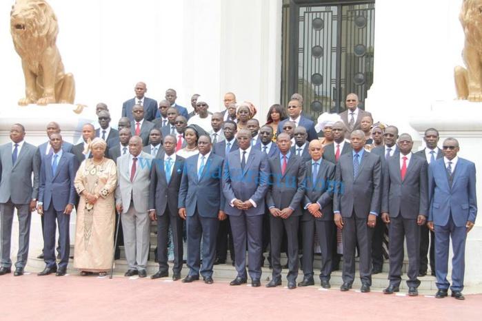 La photo officielle du nouveau gouvernement dirigé par Mouhamed Dionne
