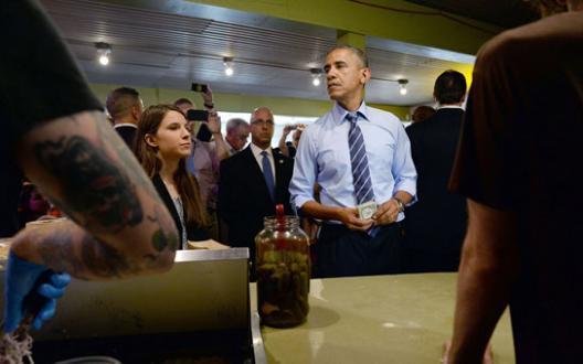 Obama dépasse une famille dans une file d'attente: voici la réaction surprenante du père