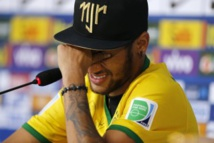 En pleurs, Neymar déclare qu'il soutient Messi et Mascherano
