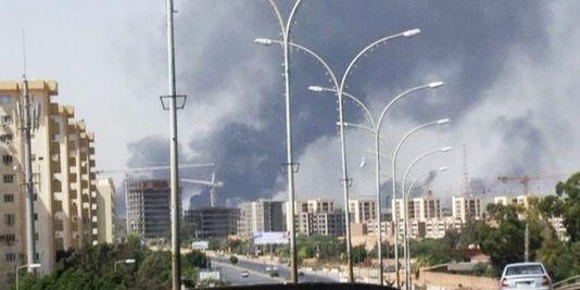 En Libye, l'aéroport de Tripoli en partie détruit par des roquettes