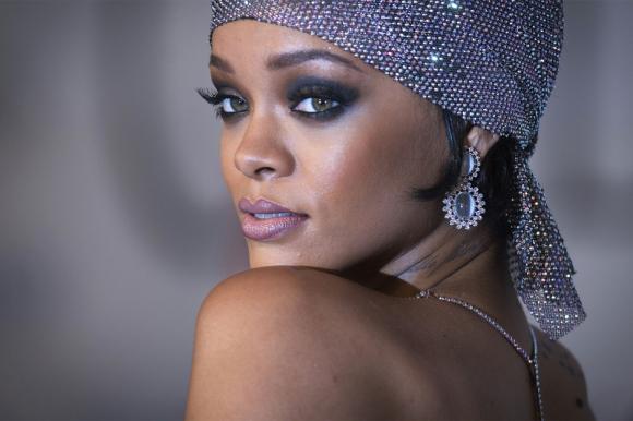 "TWITTER: Rihanna s'excuse pour ""#FreePalestine"""