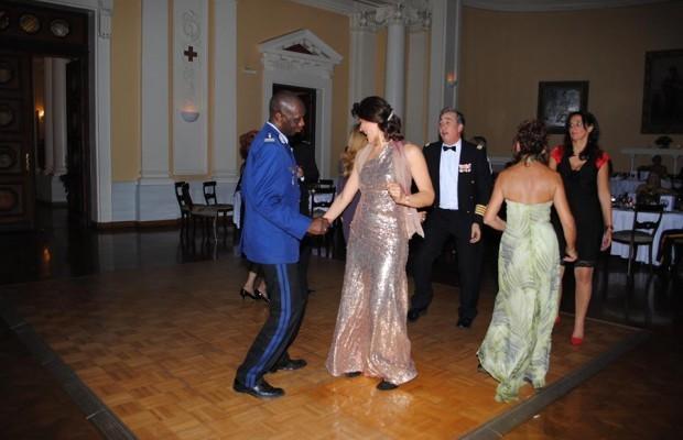 PEOPLE: Le Colonel Abdoul Aziz Ndao est aussi un grand danseur (Regarder ses photos)