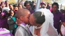 Afrique du Sud : un petit garçon de 9 ans épouse une femme de 62 ans
