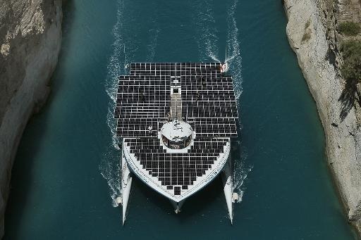 Le plus grand bateau solaire du monde en mission archéologique en Grèce