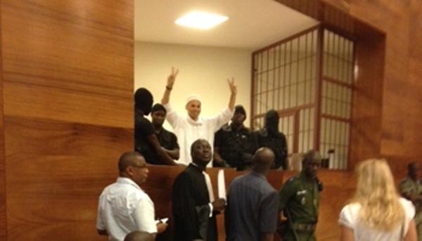 Karim Wade salue ses militants après le renvoie du procès à lundi