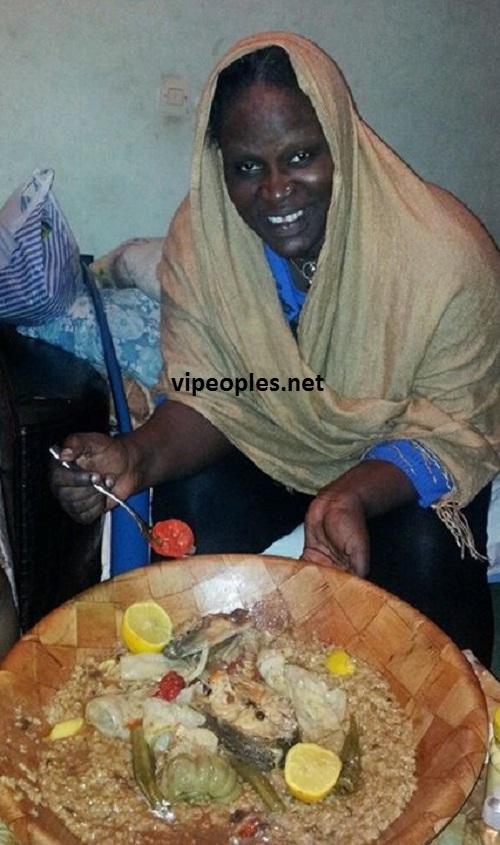 "Ngoné Ndiaye ""Gueweul"", sans maquillage, savoure son plat de ""Pouthie Pathie"""