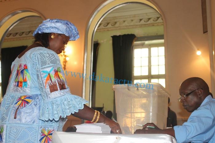 Les images du vote pour l'élection du nouveau maire de Dakar