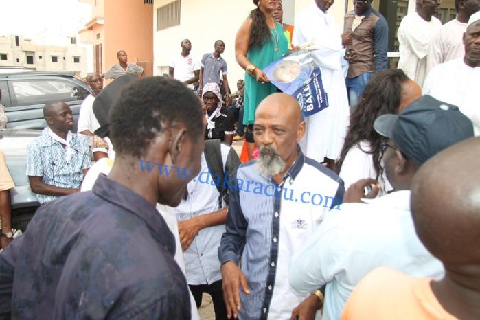 Abdoulaye Baldé à côté de Idy s'adressant à la presse, à l'issue de leur entrevue.