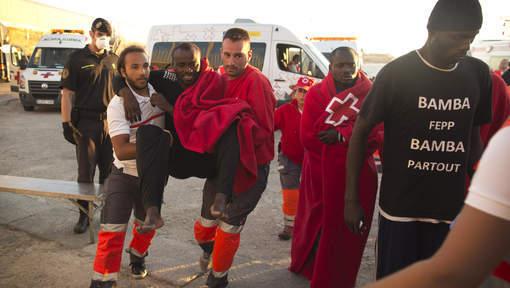 Près de 2.500 migrants secourus au large de l'Espagne et de l'Italie
