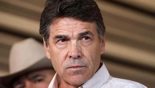 Le gouverneur du Texas inculpé pour abus de pouvoir