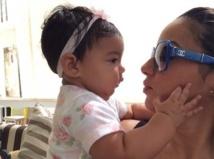 Booba : Luna, adorable et stylée dans les bras de sa maman !