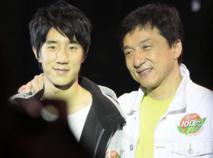 Mortifié par l'arrestation de son fils, Jackie Chan confesse : « je me sens honteux »