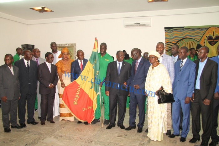 """Les images de la cérémonie de remise du drapeau du président Macky Sall aux """"Lions"""" du basket"""