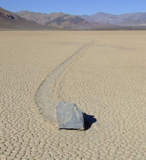 Le mystère de pierres qui roulent toutes seules est résolu