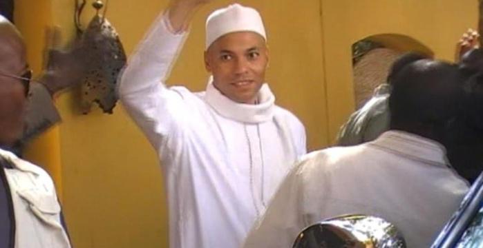 """Karim Wade : Ses partisans lui chantent """"Joyeux anniversaire!"""" dans la salle d'audience"""