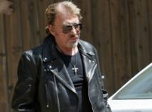 """Johnny Hallyday : malgré la tristesse d'avoir perdu l'un de ses plus proches amis, il dévoile son nouveau single """"Regarde-nous"""" !"""