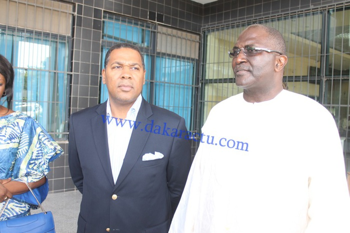 Les images de la remise du chèque de 15 millions de la BOA au ministère de la santé par le président Babacar Ngom