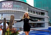 Paris Hilton: elle bosse enfin