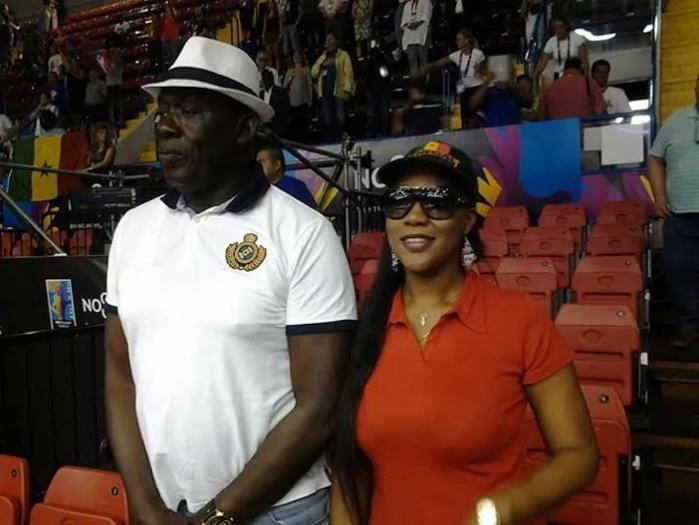 Qui est cette dame en compagnie de Baba Tandian au mondial de basket en Espagne?