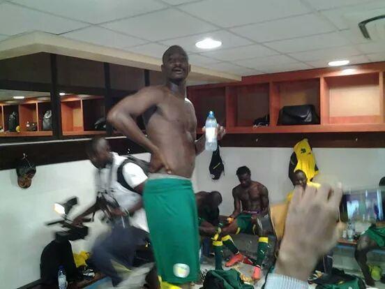 Les lions dans les vestiaires, hier, après la victoire