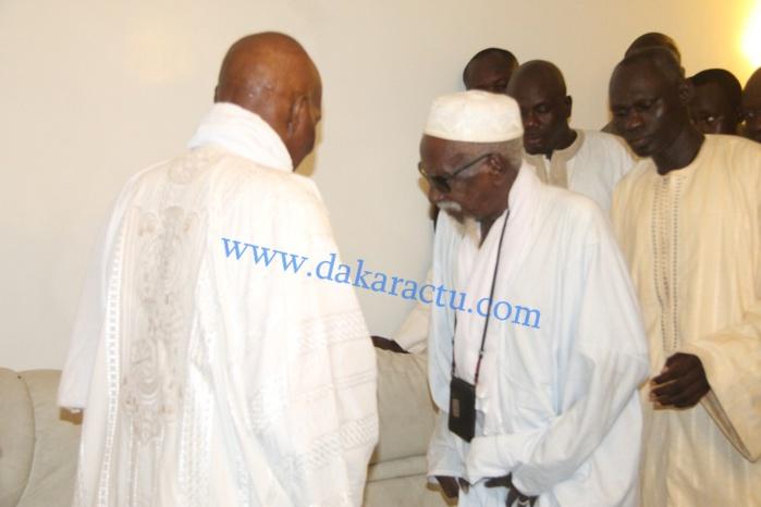 Les images de la visite de Maître Abdoulaye Wade aux HLM 1, chez le Khalife Général des mourides, Serigne Sidy Mokhtar M'backé
