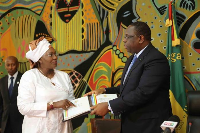 Les images de la remise du rapport du CESE par sa présidente Aminata Tall au président Macky Sall
