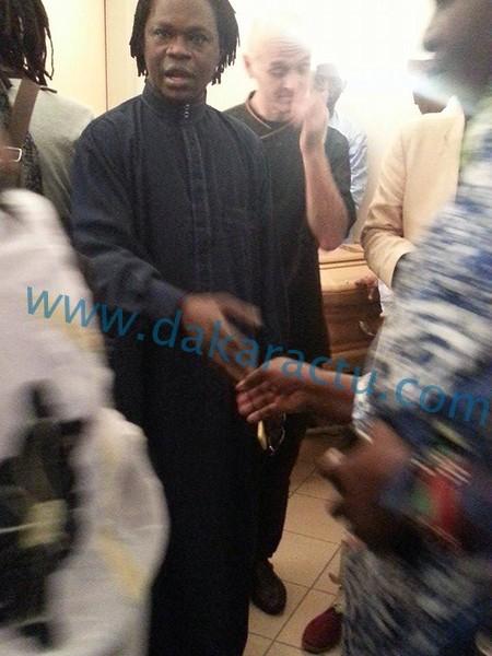 Les images de la levée du corps de Oumar Maal, fils de Baba Maal à l'hôpital Saint Pierre de Bruxelles