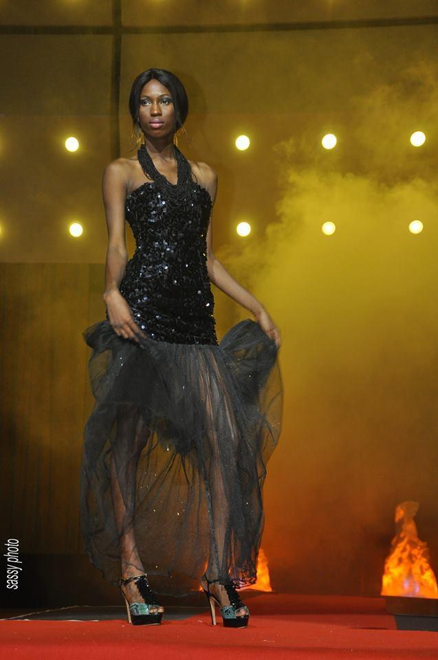 Le mannequin Khadouchou Seck en mode défilé