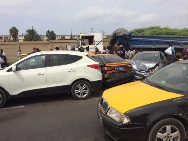Grave accident sur l'autoroute entre Colobane et Pompiers : 7 véhicules sont entrés en collision