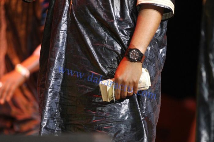 """Pape Jackson Thiam, le nouvel """"ami"""" de Pape Diouf en distributeur automatique de billets au Grand Théâtre"""