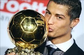 Real : le secret de sa réussite, le Ballon d'Or, son admiration pour Varane... Ronaldo se confie : « je suis dans un grand moment de ma carrière actuellement(…), je ne vais pas m'empêcher de dormir pour le Ballon d'Or (…), j'aime beaucoup Varane »