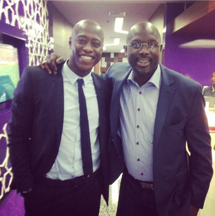 Khalilou Fadiga pose avec l'ancien footballeur devenu politicien, Georges Weah