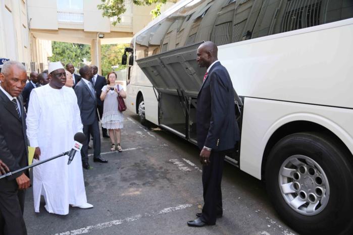 SOMMET DE LA FRANCOPHONIE :  le président de la République reçoit 2 bus en guise de soutien de la Corée du Sud
