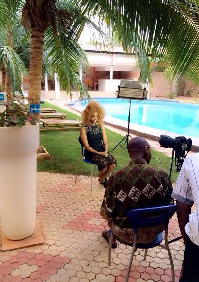 Adiouza lors de son Interview sur TV5 Monde au Burkina Faso