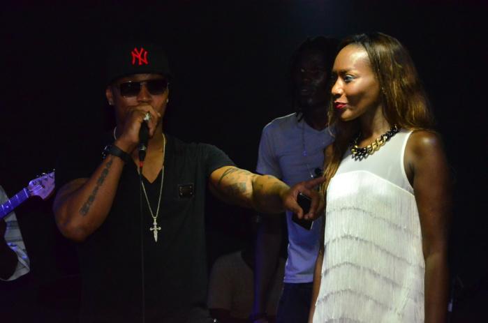 Coumba Gawlo avec El Hadj Diouf, se produisant au Baramundi