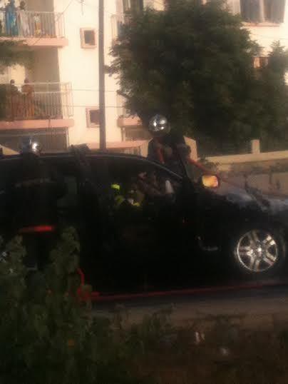 Les images de la voiture qui a pris feu à hauteur de l'aéroport Léopold Sédar Senghor