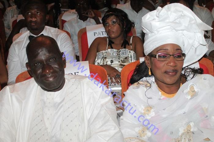 Le ministre de la communication Mbagnick Ndiaye en compagnie de son épouse