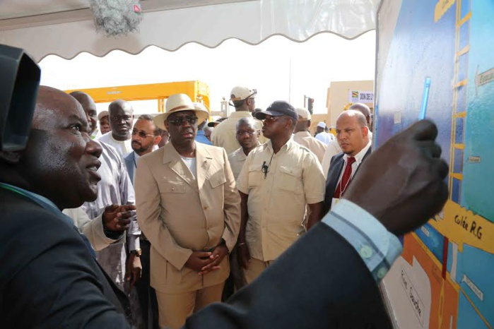 Visite du PR au barrage de DIAMA, une infrastructure de l'OMVS dans l'estuaire du fleuve Sénégal
