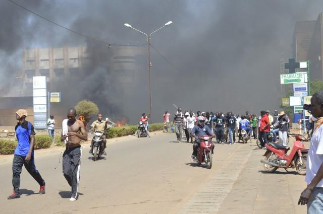 derniere-minute-burkina-affrontements-entre-manifestants-et-forces-de-l-ordre-devant-le-palais